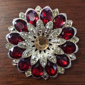 Jewelry - Gold tone pin with red and gold crystals